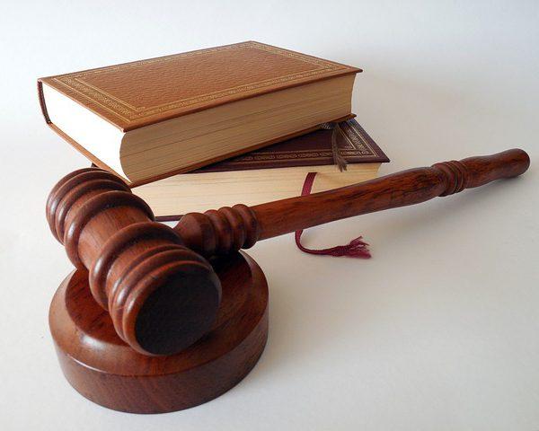 """W jaki sposób wygląda """"bezpłatna pomoc prawna""""?"""