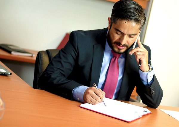 Zawodowe przysługi prawnicze – zasięg a także koszty