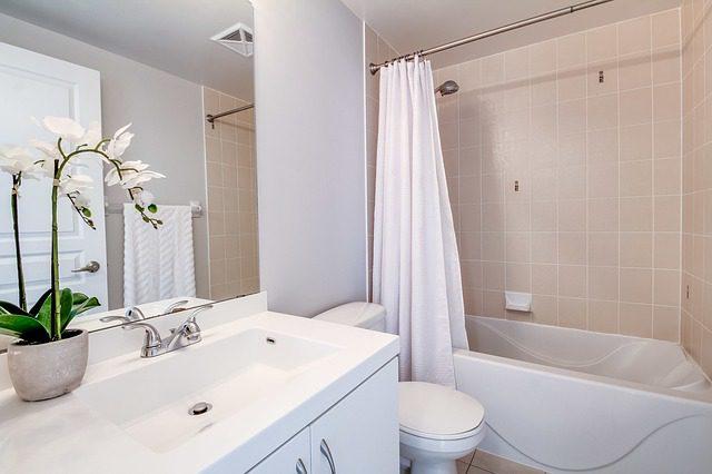 Jak zorganizować bezpieczną łazienkę dla dziadka?
